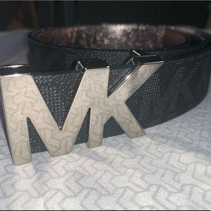 Michael Kors!!! Signature Logo Belt